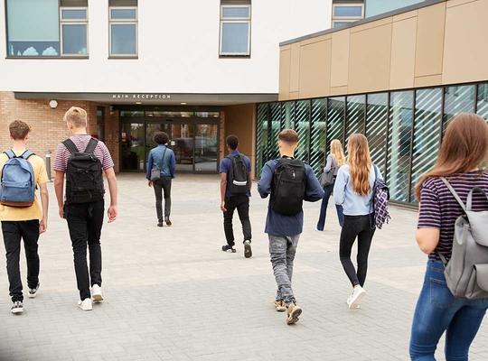 Contrats École : le gouvernement bruxellois dépasse largement ses compétences